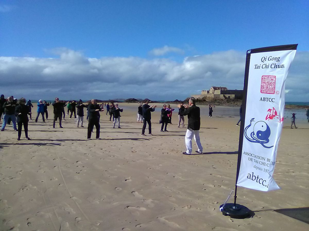 Association Bretonne Tai Chi Chuan Saint-Malo sur la plage du Sillon